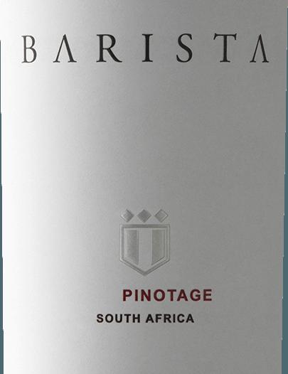 Pinotage Barista z południowoafrykańskiego regionu uprawy winorośliWestern Cape to wyjątkowe, winogronowo-wariatowe i modne czerwone wino, które interpretuje charakterystyczne południowoafrykańskie Pinotage winogron w stylu kawy. W szklance to wino ma bogatą rubinową czerwień z fioletowymi akcentami. Nos cieszy się wyrazistym bukietem, który odsłania intensywnie owocowe aromaty dojrzałych morw, soczystych śliwek i wiśni maraskino - doskonale uzupełnione słodkimi nutami wanilii, espresso i czekolady mocha. Nawet na podniebieniu cudowny aromat kontynuuje i łączy się z soczystymi garbnikami i miękką teksturą. Bogate w substancje ciało wie również, jak się prezentować i towarzyszy sobie w przyjemnie pikantnym, długim finale. WinifikacjaBarista Pinotage Odpowiedzialnym za to czerwone wino jest piwnicznymistrz Bertus Fourie, który używa winogron Pinotage z Robertson. Wino to jest winifikowane w winnicy Val de Vie. Zbierany materiał jest klasycznie fermentowany w zbiornikach ze stali nierdzewnej, a po zakończeniu procesu fermentacji dojrzewa w dębowych beczkach francuskich. Rekomendacja żywieniowa dla Pinotage w Barista Ciesz się tym wytrawnym czerwonym winem z RPA ze smażoną piersią kaczki, chrupiącym pieczonym brzuchem wieprzowym lub z włoską klasyczną pizzą. Ale to wino jest również smakołykiem deserów z czekoladą i palonymi ziarnami kawy.