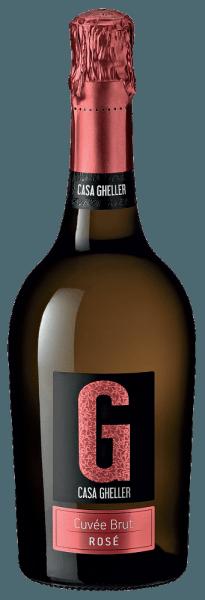 Casa Gheller Cuvée Brut Rosé Spumante to wino musujące pierwszej klasy. Tutaj oferuje cudownie błyskotliwy, platynowy żółty kolor. Idealnie nalane do kieliszka szampana, to wino musujące ze Starego Świata prezentuje cudownie młodzieńcze i pachnące aromaty jeżyny, czarnej porzeczki, morwy i borówki, dopełnione innymi owocowymi niuansami. Cuvée Brut Rosé Spumante można słusznie określić jako szczególnie owocowe i aksamitne, ponieważ zostało poddane winifikacji o cudownie słodkim profilu smakowym. Lekkie i złożone, to zrównoważone wino musujące, które doskonale prezentuje się na podniebieniu. Dzięki żywej kwasowości owoców Cuvée Brut Rosé Spumante jest fantastycznie świeże i żywe na podniebieniu. Winifikacja Cuvée Brut Rosé Spumante z Casa Gheller Podstawą eleganckiego Cuvée Brut Rosé Spumante z Veneto są winogrona z odmian Glera, Merlot i Pinot Noir. Winogrona rosną w optymalnych warunkach w Veneto. Tutaj krzewy winorośli zapuszczają korzenie głęboko w glebę z osadów i zwietrzałych skał. Po winobraniu winogrona są natychmiast przewożone do tłoczni. Tutaj są one sortowane i starannie rozdrabniane. Fermentacja odbywa się następnie w zbiornikach ze stali nierdzewnej w kontrolowanej temperaturze. Po fermentacji następuje kilkumiesięczne dojrzewanie na delikatnym osadzie przed ostatecznym zabutelkowaniem wina. Zalecenia żywieniowe dla Cuvée Brut Rosé Spumante z Casa Gheller To włoskie wino musujące najlepiej smakuje bardzo dobrze schłodzone w temperaturze 5 - 7°C. Doskonale nadaje się jako wino towarzyszące do pieczonego pstrąga z gruszką imbirową, zapiekanki rumowej czy owocowej sałatki z endywii.