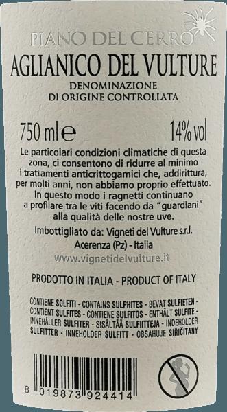 Piano del Cerro Aglianico del Vulture autorstwa Vigneti del Vulture to odmianowe Aglianico z południa Włoch, które inspiruje ciepłym i pełnym charakterem. Pyszne nuty czerwonych owoców, a także przyjemnie balsamiczne i pikantne nuty sprawiają, że to w pełni owocowe czerwone wino jest podniebieniem pierwszej klasy. Piano del Cerro Aglianico del Vulture DOC Vigneti del Vulturema ciepły i pełny charakter. Bukiet tego fantastycznego czerwonego wina z Basilicata rozpieszcza ze wspaniałymi nutami czerwonych owoców oraz przyjemnie balsamicznymi i pikantnymi nutami. Winifikacja Piano del Cerro Winogrona Aglianico do tego czerwonego wina z Basilicata rosną na wulkanicznych glebach, które STANOWIĄ szczególny potencjał DOC Aglianico del Vulture. Po zbiorze winogrona wybiera się dwukrotnie, a jagody delikatnie oddziela się od łodyg. Winifikację przeprowadza się następnie w małych dębowych pojemnikach o łącznym czasie maceracji 25-30 dni. Co 6 godzin wytłoczyny (skórki winogron unoszone przez CO2 powyżej) są ręcznie wprowadzane do obiegu, aby zapewnić optymalną ekstrakcję barwników i środków aromatyzujących. Następnie Piano del Cerro dojrzewa przez całe 24 miesiące w nowych barykadach, w których przechodzi również konwersję kwasu jabłkowego. Ciekawostki o Aglianico Piano del Cerro Mały pajączek wiszący na metce oddaje hołd wyjątkowej południowowłoskiej potańcówce - Pizzice. Pierwotnie tańczono to, by leczyć ludzi dźgniętych tarantulą. Z wszelkiego rodzaju instrumentów, takich jak skrzypce, skrzypce, mandoliny, gitary, flety lub harmonijki, ludzie spieszyli się, aby pomóc tym, którzy zostali dźgnięci od późnego średniowiecza. Musieli tańczyć do muzyki, aż się wyczerpali. Niestety niewiele można powiedzieć o sukcesie zabiegu, ale taniec pozostał do dziś, podobnie jak mała tarantula na butelce, która przypomina tradycję. Rekomendacja jedzenia na fortepian del Cerro Na podniebieniu Piano del Cerro by Vigneti de Vulture prezentuje się jako złożone i dobrze wyważone czerwone wino, któ