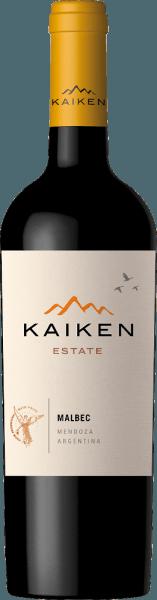 Kaiken Malbec to czerwone wino z Argentyny, dzięki któremu Aurelio Montes - mistrz Montes Wines w Chile - spełnił swoje długo pielęgnowane marzenie. Dzięki wieloletniemu doświadczeniu winiarskiemu oraz rewelacyjnej wrażliwości na terroir i winorośl, to szlachetne wino powstało z klasycznej argentyńskiej odmiany winogron Malbec. Wino Kaiken spełnia najwyższe wymagania co do charakteru i złożoności, nie tracąc przy tym młodzieńczej elegancji i różnorodności aromatów. Montes Kaiken Malbec lśni w kieliszku głębokim fioletem. W nosie bujne aromaty owocowe, przypominające ciemne owoce jagodowe, takie jak borówki i czarne porzeczki, ale także dojrzałe truskawki i śliwki. Towarzyszą im delikatne nuty korzenne i kakaowe, pieprzu, kawy, wanilii i tytoniu, pochodzące z leżakowania w beczkach barrique. Na podniebieniu to czerwone wino Kaiken zaskakuje miękką strukturą i doskonałą równowagą między mięsistymi taninami a intensywnym owocem truskawek i jagód. W jego długotrwałym, intensywnym finiszu po raz kolejny odbija się dojrzewanie w drewnie i wyjątkowe terroir Mendozy. Uprawa i winifikacja Kaiken Malbec Aurelio Montes jest znanym ekspertem winiarskim, którego chilijskie wina Montes osiągnęły światową sławę. Wraz z trzema innymi znawcami win, w 1988 roku rozpoczął produkcję chilijskich win, które wyróżniały się od ówczesnych standardów i przyniosły mu wysokie uznanie w Starym Świecie. Nowe wyzwanie przyciągnęło go do Argentyny w 2001 roku, gdzie Aurelio zaczął nabywać miejsca w najlepszych obszarach, takich jak Maipu, Cruz de Piedra, Ugarteche, Agrelo i Uco Valley dla swoich win Kaiken. Wreszcie w 2003 roku ukazał się pierwszy rocznik wina Malbec Kaiken, mieszanki Malbec i Cabernet Sauvignon, która potrafiła połączyć terroir i klimat Mendozy. TheKaiken Malbec odzwierciedla założenie Aurelio Montes, aby produkować wina z charakterem, elegancją, ekspresją i najwyższą jakością. Kaiken Malbec składa się w 95% z Malbeca i w 5% z Cabernet Sauvignon, co nadaje winu odrobinę więcej el