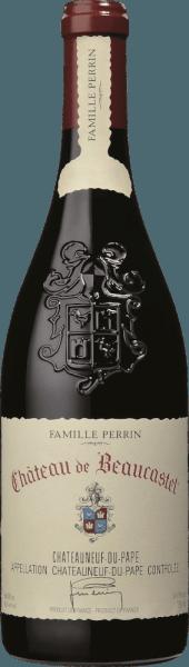 Der Château de Beaucastel von Perrin & Fils aus dem französischen Weinanbaugebiet AOC Châteauneuf du Pape im südlichen Rhône-Tal ist eine ausgezeichnete, ausdrucksstarke und elegante Spitzen-Rotweincuvée, der aus den Rebsorten Mourvèdre, Grenache, Syrah, Counoise und weitere zugelassene rote Sorten vinifiziert wird. Im Glas schimmert dieser Wein in einem tiefen Bordeauxrot mit satten kirschroten Glanzlichtern. Die wundervoll elegante Nase offenbart ein intensives Bouquet nach reifen Kirschen, schwarzen Johannisbeeren und blumigen Noten nach Veilchen, aromatischen Kräutern (Lorbeerblatt), ein Hauch von Gewürzen und feinste Anklänge an Schokolade. Den Gaumen überzeugt dieser französische Rotwein mit seinem unglaublich eleganten Charakter. Die Tannine sind reif und fein, schön dicht und konzentriert strukturiert. Dadurch wird die verführerisch samtige Textur, die durch feinwürziges Obst verstärkt wird, perfekt unterstrichen. Das Finale ist wundervoll lang, gehalten von eleganten sowie umhüllten Tanninen und dem unvergesslichen Aromenspiel von Frucht, Gewürze und blumigen Noten. Vinifikation des Perrin & Fils Château de Beaucastel Im wunderschönen Châteauneuf du Pape (gelegen zwischen Orange und Avignon) ist Château de Beaucastel mit seinem 70 Hektar Weinberg gelegen. Die Böden zeigen sich an der Oberfläche mit gerollten Kieselsteinen, tiefer liegender Sand, Lehm und Kalkstein. Jede Rebsorte wird separat und sorgsam von Hand gelesen. Die Weinbereitung erfolgt in Eichenfermentern für die reduktiven Sorten (Mourvèdre, Syrah) und in traditionellen emaillierten Betontanks für die oxidativen Trauben (alle anderen Rebsorten). Nach Abschluss der malolaktischen Gärung vermählt Famille Perrin die verschiedenen Sorten. Abschließend reift dieser französische Rotwein für 12 Monate in Eichen-Foudres, bevor die Cuvée in Flaschen abgefüllt wird. Speiseempfehlung für den Château de Beaucastel Dieser trockene Rotwein aus Frankreich harmoniert besonders gut mit dunklen Fleischgerichten, 