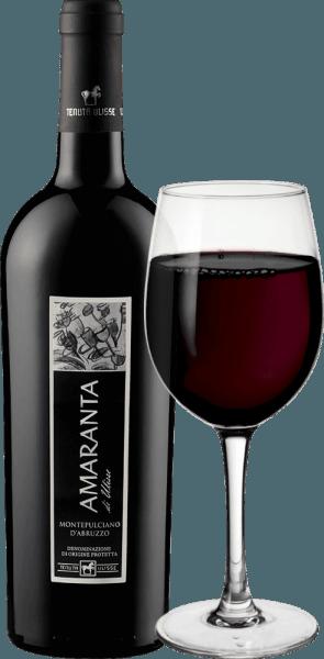 AMARANTA di Ulisse Montepulciano d 'Abruzzo DOC z Tenuty Ulisse jest cru. To potężne włoskie czerwone wino wpada do kieliszka w bardzo pełnej i eleganckiej rubinowej czerwieni. Na nosie prezentuje bardzo złożone i hojne zapachy ze wspaniałymi nutami śliwek i dżemu wiśniowego. Owocowym aromatom towarzyszą niuanse tytoniu i ostry posmak. Na podniebieniu, to imponujące Montepulciano d 'Abruzzo jest pięknie zrównoważony i złożony z przyjemnych, pefect garbniki dobrze zintegrowane w strukturze. Bogate i mocne, to czerwone wino to prawdziwa przyjemność z doskonałym zrównoważonym potencjałem alkoholowym. Dzięki długiemu, ciepłemu i obfitemu wykończeniu Amaranta przekonuje do siebie. Wino niekwestionowanej klasy, wspaniały hołd pełen miłości i szacunku dla najważniejszych czerwonych winogron z Abruzji. AMARANTA di Ulisse, podobnie jak inne wina Tenuty Ulisse, jest niezwykła ze względu na doskonały stosunek jakości do ceny. Winifikacja Amaranta di Ulisse przez Tenutę Ulisse Winogrona tej odmiany Cru Montepulciano d 'Abruzzo rosną w bardzo starych winnicach na równie starych winoroślach, które były w stanie wykopać swoje korzenie w wapiennej, drobnej glinianej glebie średnio od 30-35 lat. Bardzo ciepłe środowisko i niskie opady, a także silne wahania temperatur między dniem a nocą zapewniają, że winogrona mogą dobrze dojrzewać, ale nie tracą kwasowości. Po wysoce selektywnym selekcjonowaniu, część zbierana jest dla Amaranty, winogrona są rozbijane w winiarni Tenuta Ulisse, tłuczone, a moszcz jest fermentowany w sposób kontrolowany temperaturą. Następnie Amaranta dojrzewa przez 9 do 12 miesięcy w wysokiej jakości francuskich i amerykańskich dębowych barykadach. Rdzenna odmiana winogron Montepulciano d 'Abruzzo przeżyła w ostatnich latach prawdziwy renesans. Do dziś niewiele wiesz o pochodzeniu tych ciemnych winogron. Przez długi czas była przypisywana grupie klonów Sangiovese. Pewne jest jednak dzisiaj, że jest to całkowicie autonomiczna rodzima odmiana winogron. Uprawia się j