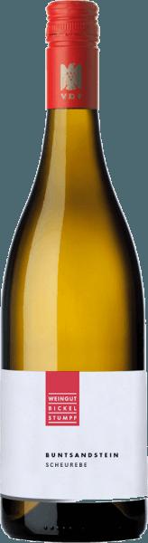 Scheurebe Buntsandstein feinherb od Bickel-Stumpf ukazuje się w kieliszku w jasnozłotym kolorze i pieści nos świeżymi aromatami ziół i cierpkiego grejpfruta. To białe wino z Frankonii prezentuje się na podniebieniu drobno soczyste i żywe i odzwierciedla aromaty nosa. Z subtelną owocową słodyczą i napięciem, wino to sunie do finiszu, który ujawnia gruszkę do znanych już niuansów. Zalecenia żywieniowe dla Bickel-Stumpf Scheurebe Ciesz się tym delikatnym, cierpkim białym winem z grillowanym mięsem i drobiem.